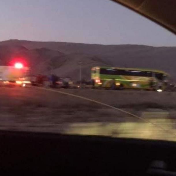 Un fallecido y cuatro heridos tras choque entre un bus y un automóvil en Copiapó