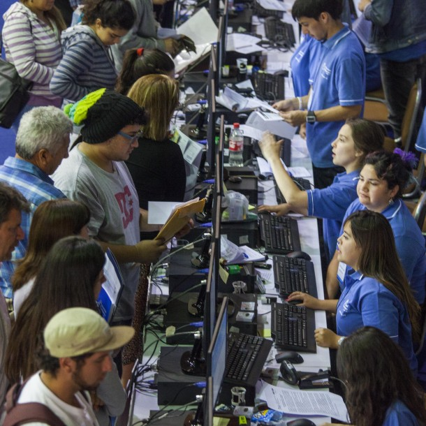 Deudores del CAE podrán reprogramar cuotas y salir de Dicom: Revisa cómo hacerlo