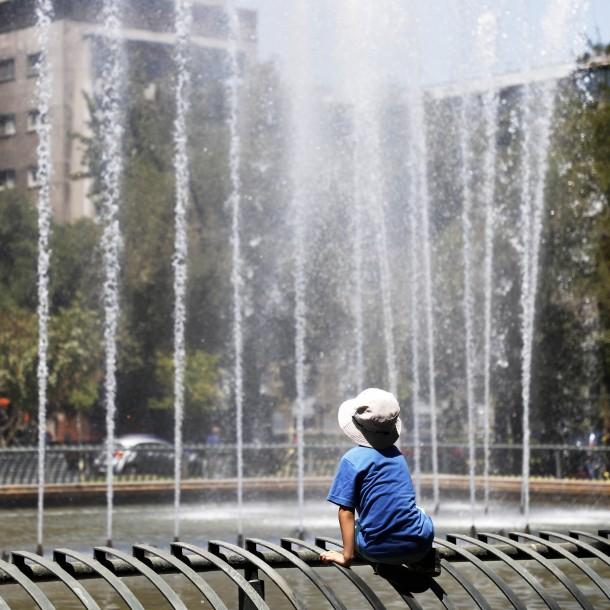 Hasta 36 grados: Emiten aviso por evento de altas temperaturas en la zona central del país