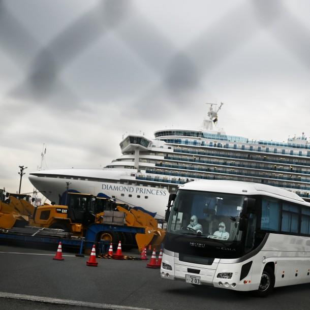 Llega a EE.UU. primer avión con norteamericanos evacuados de crucero en cuarentena en Japón