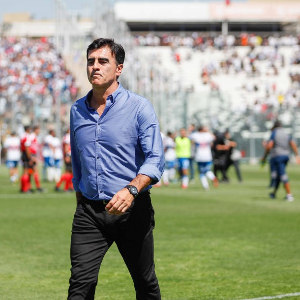 Gustavo Quinteros asoma como candidato para reemplazar a Mario Salas en Colo Colo