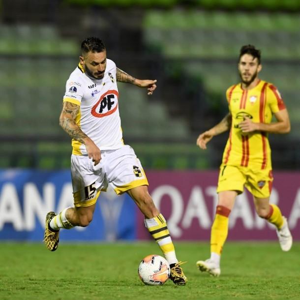 Coquimbo Unido avanza en Copa Sudamericana pese a perder y sufrir dos expulsiones