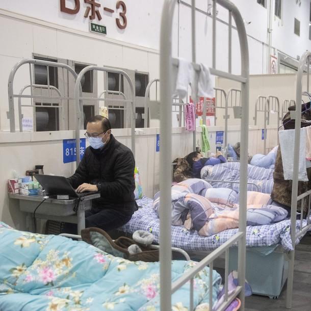 Número de muertos por coronavirus en China se acerca a los 1.900
