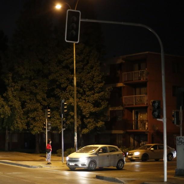 Usuarios reportan corte de energía eléctrica en comunas del sector oriente de Santiago