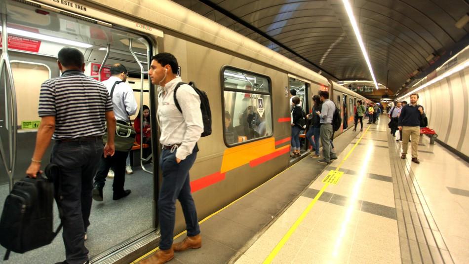 Metro de Santiago cierra dos estaciones de Línea 4 por manifestaciones