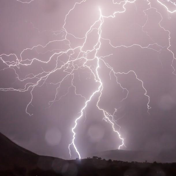 Una mujer murió tras recibir un rayo durante tormenta eléctrica en Argentina