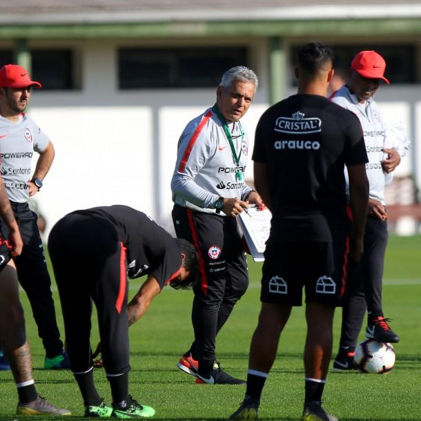 Hay nómina: Jugadores de Colo Colo y la UC lideran convocatoria para microciclo de la Roja