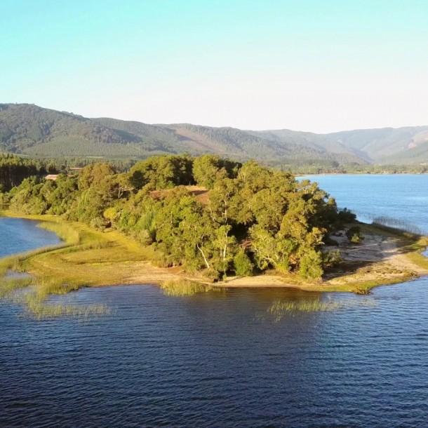 Accidente en Lago Lanalhue: Muere ahogado joven que jugaba en colchón inflable junto a sus sobrinos