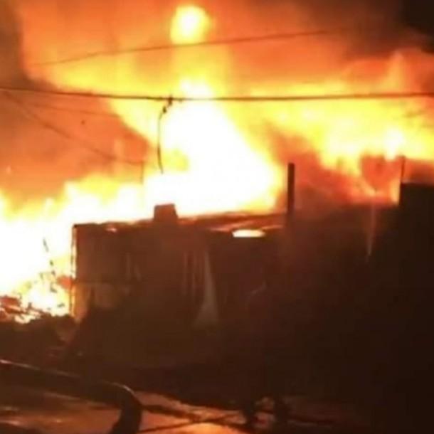 Incendio afectó a tres viviendas en la comuna de La Florida
