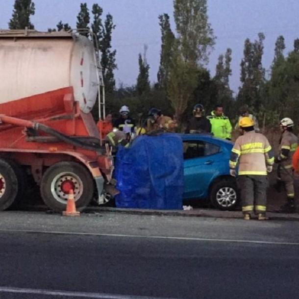 Accidente en la ruta 5 sur: 4 personas fallecieron tras choque de auto con camión