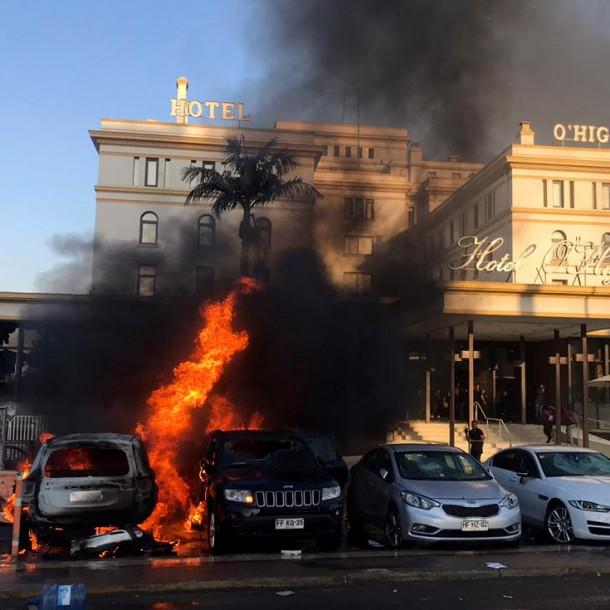 Incidentes en Viña del Mar: 15 carabineros lesionados, 7 vehículos quemados y saqueos