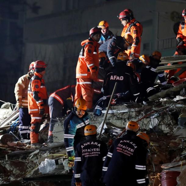 Al menos siete muertos en Turquía tras sismo de magnitud 5,7