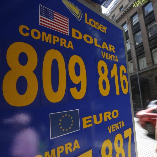 El dólar abre la semana con fuerte alza y se acerca nuevamente a los $810