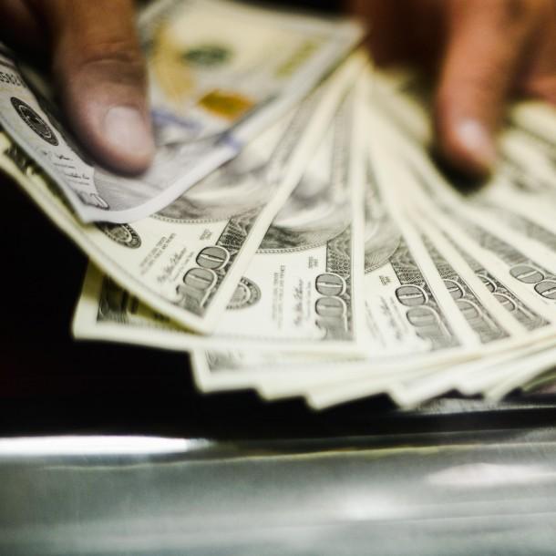 Sigue minuto a minuto el valor del dólar este lunes 24 de febrero