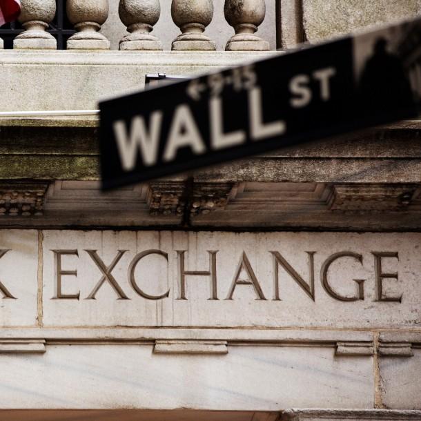 Wall Street se derrumba en la apertura por nuevo coronavirus