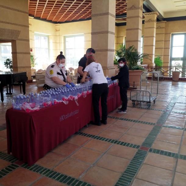 Cientos de turistas quedan confinados en un hotel por posible caso de coronavirus en España