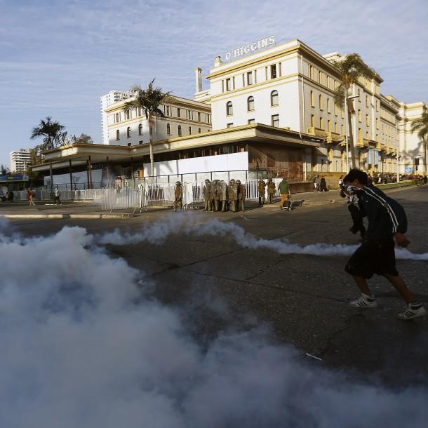 Incidentes en Viña del Mar terminaron con 43 detenidos y un carabinero lesionado