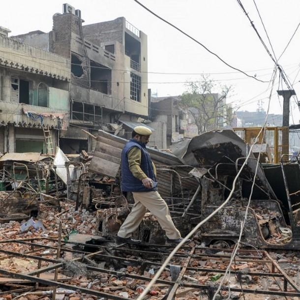 Violentos enfrentamientos en India dejan un saldo de 20 muertos y 200 heridos