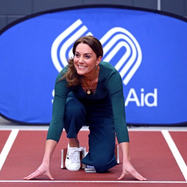 Kate Middleton muestra sus habilidades deportivas durante un evento en Londres