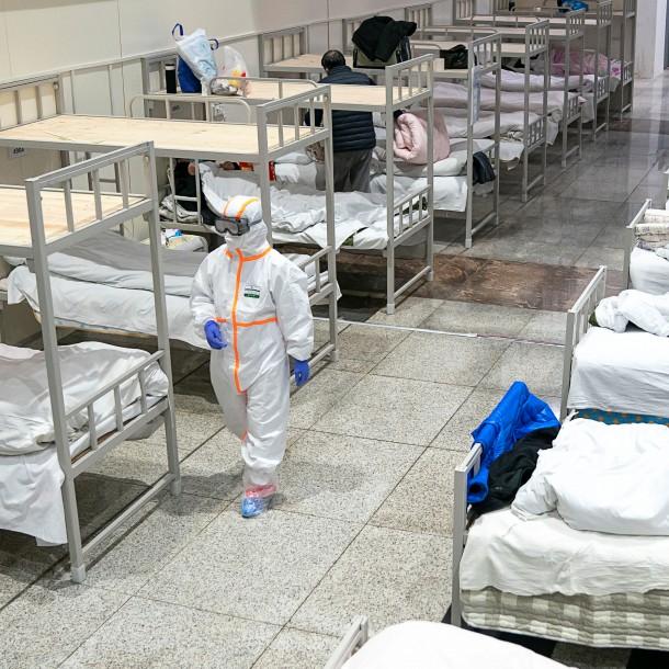 China reporta más de 2.700 muertos por coronavirus