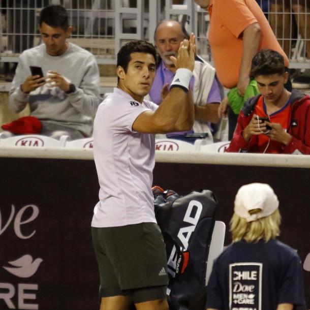 Garín sufre pero avanza a los cuartos de final del ATP de Santiago