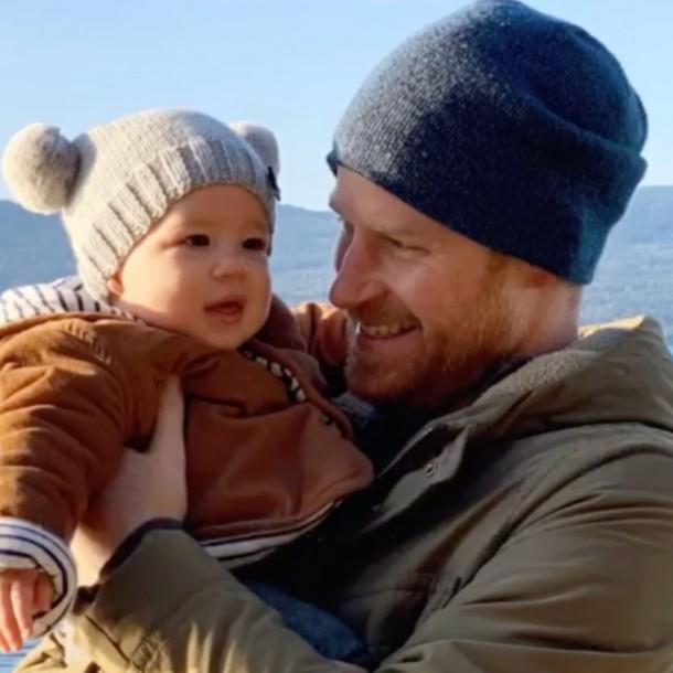 Príncipe Harry y su hijo Archie mantendrán su puesto en la línea de sucesión a la corona británica