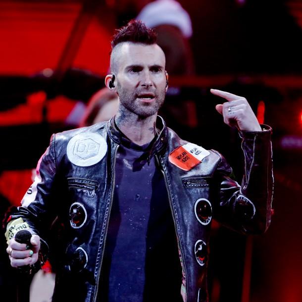 Nuevo video muestra insultos del vocalista de la banda Maroon 5: