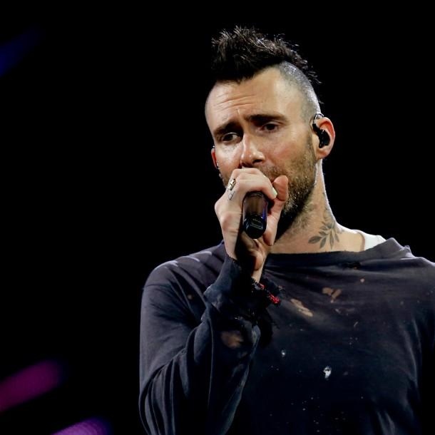 Chilenos editaron página de Wikipedia de Adam Levine para criticarlo por show en Viña 2020