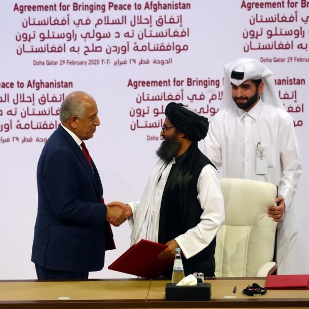 Estados Unidos y los talibanes firman histórico acuerdo para retirar tropas norteamericanas de Afganistán