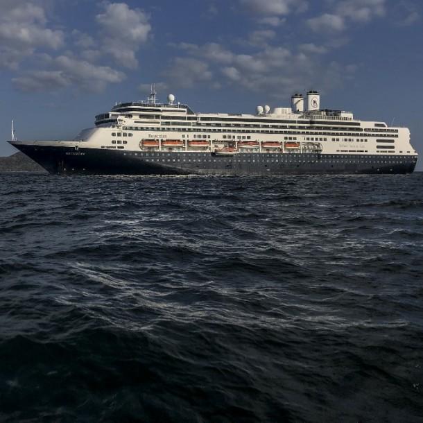 Acusan a Chile de no prestar ayuda a crucero en el que murieron cuatro personas por Covid-19