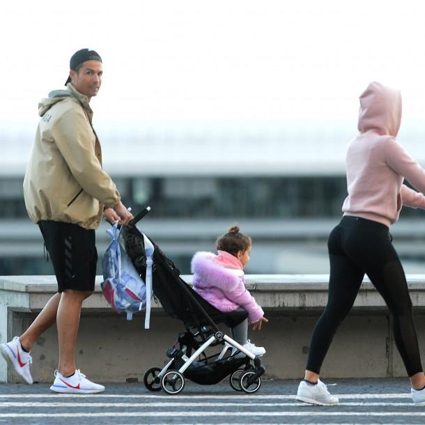 Polémica por paseo de Cristiano Ronaldo con sus hijos en medio de la pandemia de coronavirus