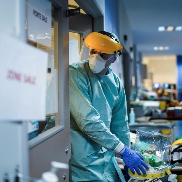 Reino Unido llega a un total de 1.228 fallecidos y se acerca a los 20 mil casos de contagio