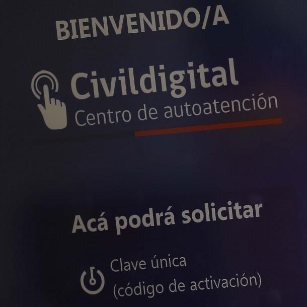 Fallas obligan al Registro Civil a bajar aplicación que permitía obtener la Clave Única