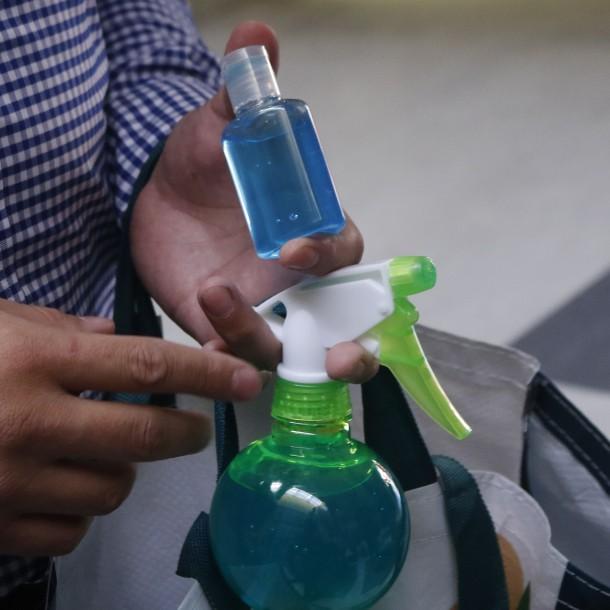 Fake News: No se puede hacer gel antibacteriano con alcohol, vinagre, cáscara de cítricos y romero