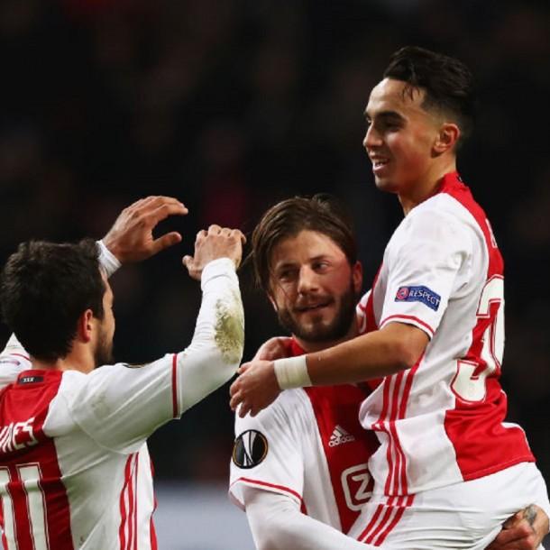 Ajax rescinde el contrato del futbolista que despertó recientemente del coma