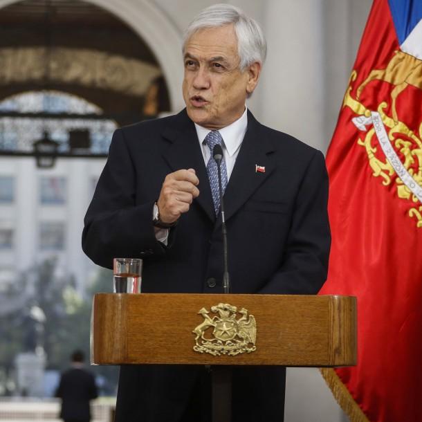 Piñera promulga ley de protección al empleo: