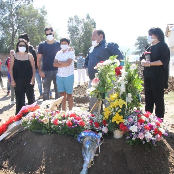 Johnny Herrera agradece apoyo en el funeral de su madre :
