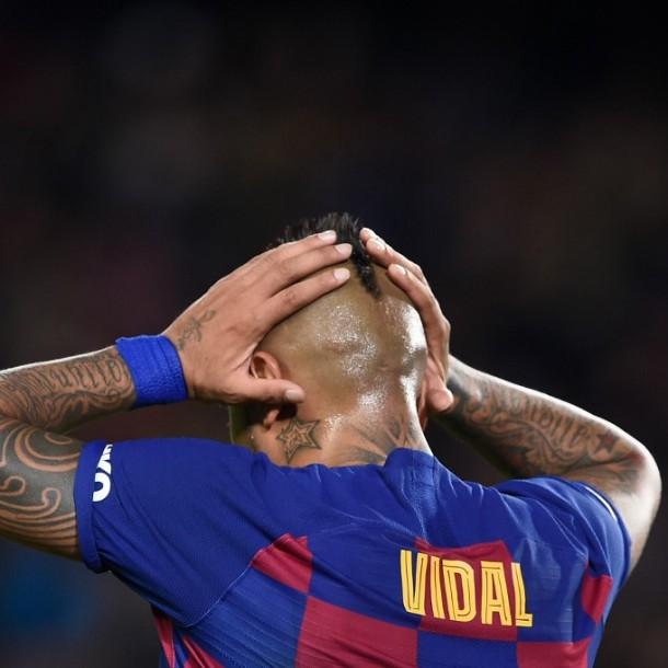 Arturo Vidal recibe críticas de la prensa española por su look de cuarentena