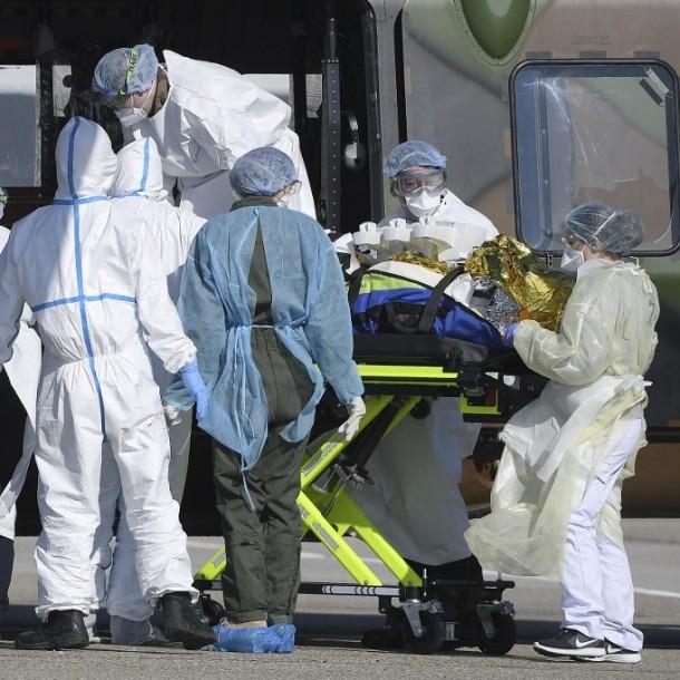 Francia supera las 5.300 muertes por coronavirus tras sumar decesos producidos en geriátricos