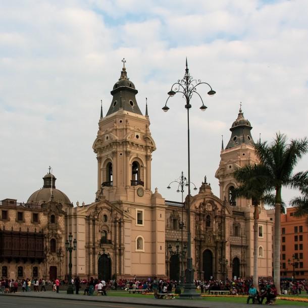 Para frenar coronavirus: Hombres y mujeres en Perú no podrán salir juntos a la calle