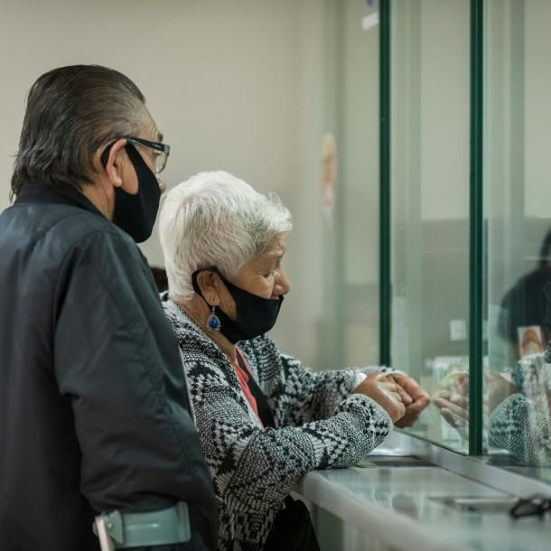 Caja Los Héroes abre 17 sucursales este sábado para atender a adultos mayores
