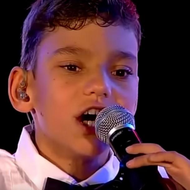 Así luce en la actualidad Adrián Martín Vega, el niño que emocionó en la Teletón 2015 con su voz