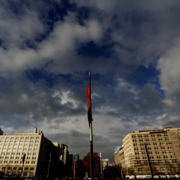 Santiago con sol entre nubes: Revisa el pronóstico del tiempo