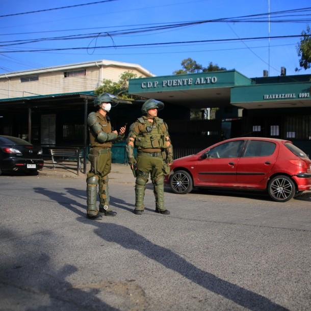 Se reporta fuego y humo en torre de la cárcel de Puente Alto