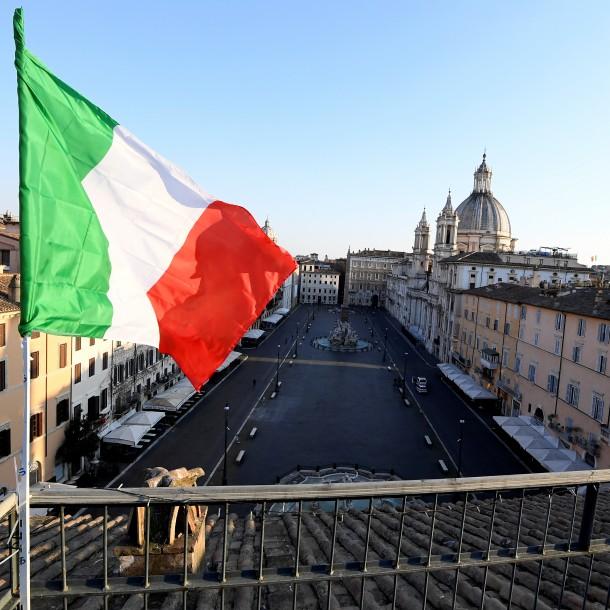 Italia suma 681 nuevos casos de personas muertas por coronavirus