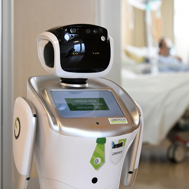 Robots cuidan a enfermos de coronavirus en hospital de Italia