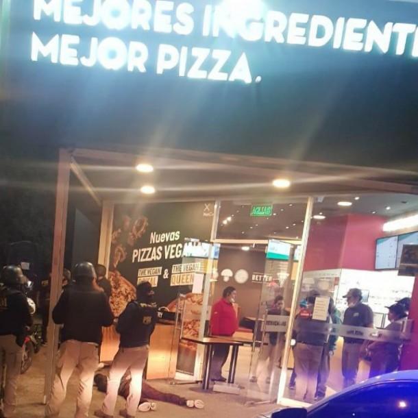 Robo frustrado en pizzería de Peñalolén termina con un asaltante fallecido