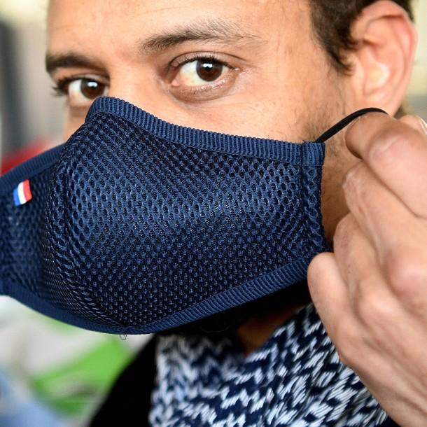 Ministerio de Salud enseña cómo fabricar mascarillas con pañuelos de tela y poleras