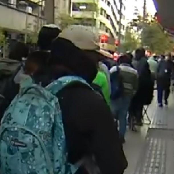 Siguen las largas filas para cobrar el seguro de cesantía