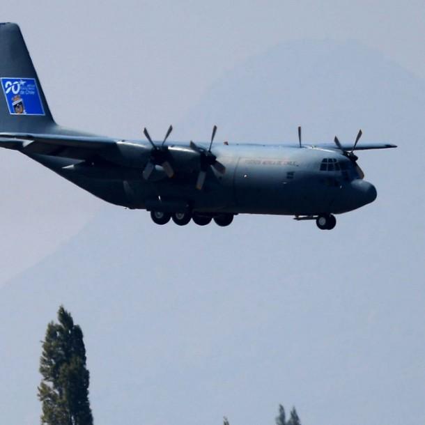 Contraloría oficia a la FACh por traslado de paciente con Covid-19 en avión de la institución